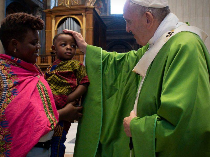 «Vers un 'nous' toujours plus grand»: le thème de la JMMR2021 choisi par le pape
