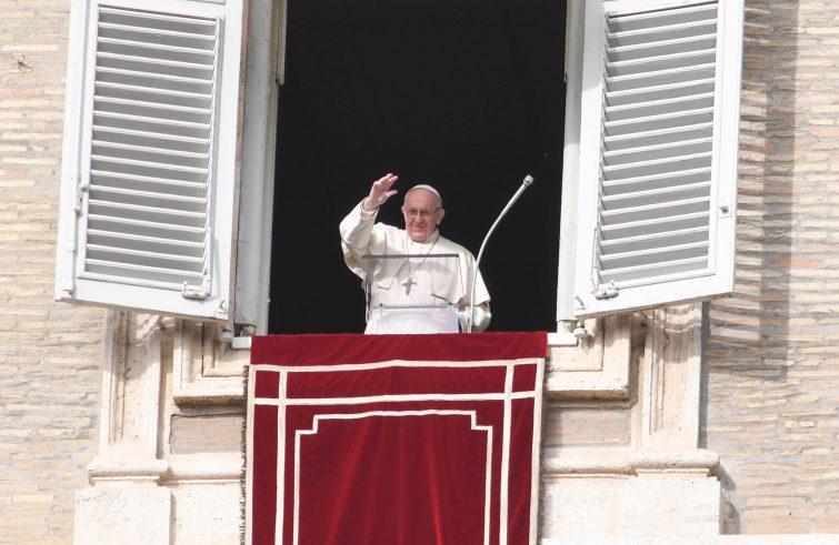 "Papa Francesco: Angelus ""Insieme contro la tratta"""