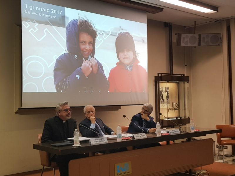 Migranti e rifugiati. Una priorità per la Santa Sede.