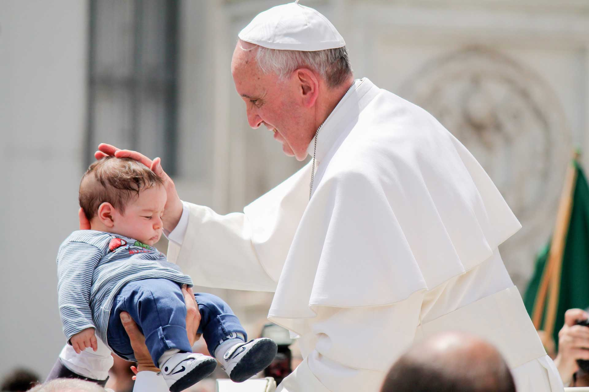 Pope blessing baby CNA Migrants and Refugees