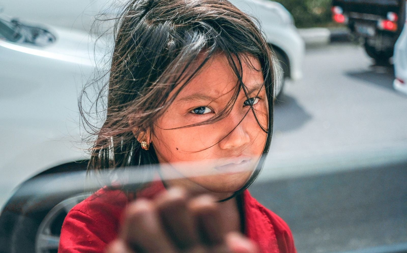 young girl look Migrants and Refugees
