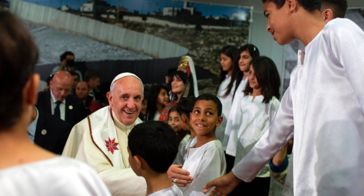 pope francis saluting kids Migrants and Refugees