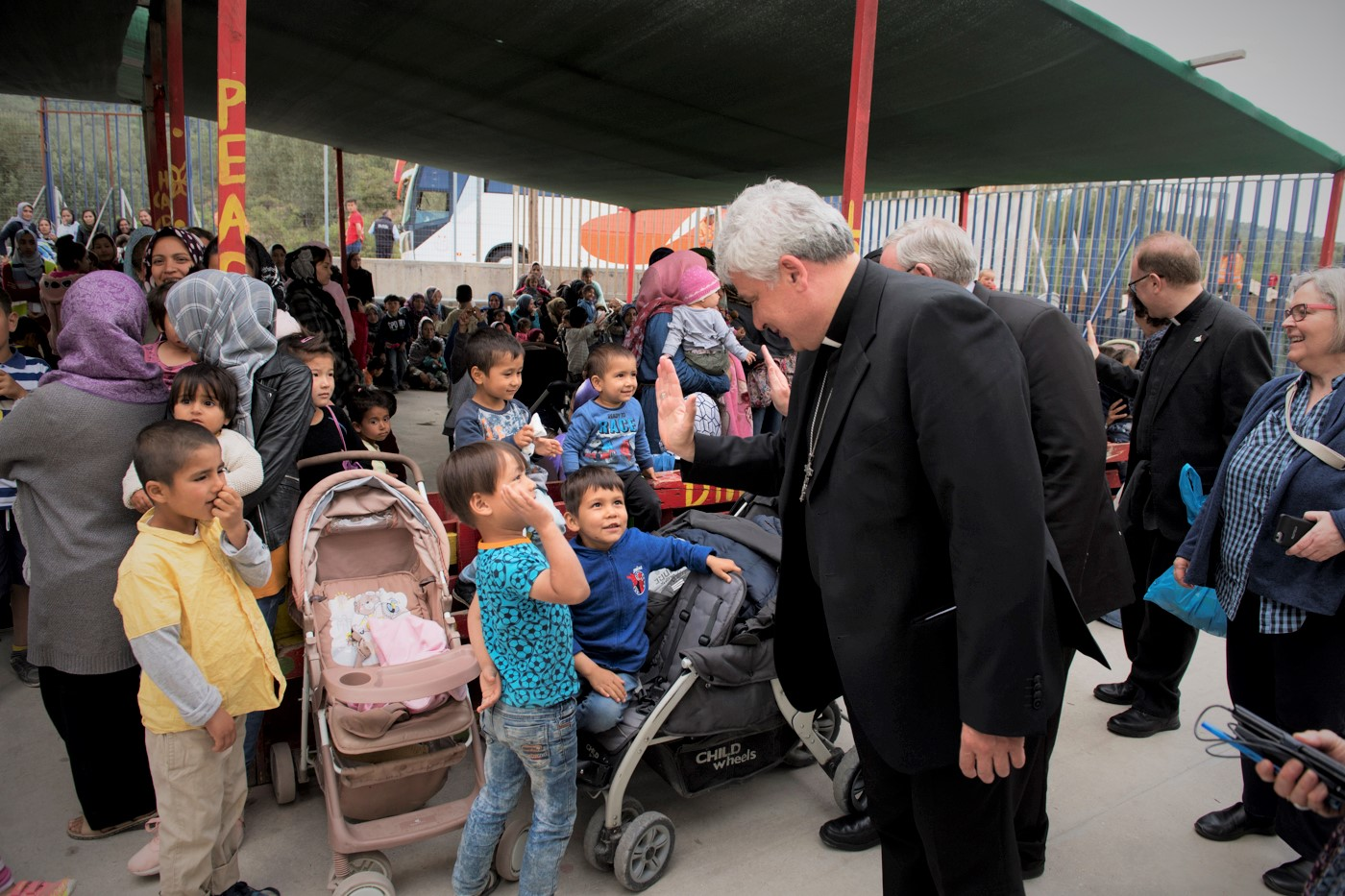Card. Hollerich, Czerny and Krajewski call EU Bishops' Conferences to launch relocation projects for refugees in Greece